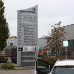 Lettertotaal Buitenbord in aluminium staanders bedrijfsverzamelgebouw bewegwijzering