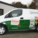 Lettertotaal autobelettering bestickering bedrijfsbus Boodschappenboer