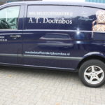 Lettertotaal autobelettering bestickering bedrijfsbus meubelstoffeerderij doornbos