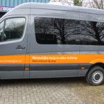 Lettertotaal autobelettering busbestickering stichting hier