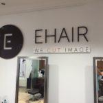 Lettertotaal gevelreclame binnen, letters EHAIR op muur