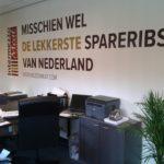 Lettertotaal Foliebelettering muur kantoor Intermezzo Meat Vleesbedrijf