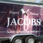 Lettertotaal autobelettering bestickering Jacobs slagerij aanhanger