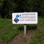 Lettertotaal bord parkeerplaats podotherapie oost-nederland