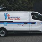 Lettertotaal autobelettering bedrijfsbus Velo v.d. Bij