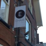 Lettertotaal banner aan gevel ehair kapper
